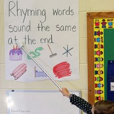 Rhyming anchor chart - a simple way to teach important reading readiness concepts in preschool and kindergarten Emergent Literacy, Preschool Lessons, Kindergarten Literacy, Kindergarten Classroom, Preschool Ideas, Classroom Ideas, Literacy Centers, Early Literacy, Classroom Resources