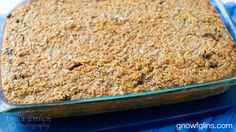 Hot or cold, for breakfast or dessert, apple-cinnamon baked oatmeal is an easy fall dish that travels well. Real Food Recipes, Great Recipes, Favorite Recipes, Yummy Food, Healthy Recipes, Apple Oatmeal, Baked Oatmeal, Greek Spinach Pie, Cold Lunches