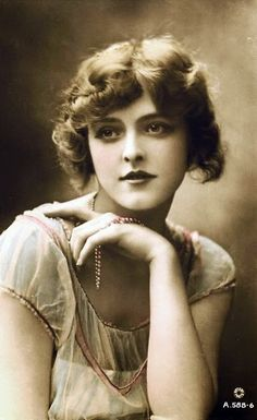 Miss Constance Worth - c. 1920 - British actress and stage beauty who also acted in silent films from 1919-22 - @~ Mlle