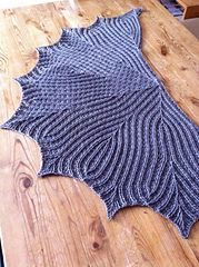 Leaflines Shawlette (free pattern) yes, this is crochet and not knit!CrazyTalk's Leaflines Shawlette (free pattern) yes, this is crochet and not knit! Shawl Crochet, Crochet Shawls And Wraps, Knit Or Crochet, Knitted Shawls, Crochet Scarves, Crochet Crafts, Crochet Clothes, Crochet Stitches, Crochet Vests