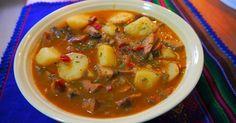 Fabulosa receta para Guiso de níscalos con patatas. Con níscalos recién cogidos de la sierra de Madrid, con el toque picante de la cayena y un poquito de jamón serrano, como las hacían en el pueblo.