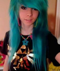 Turquoise green scene styled hair cut.