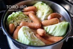 寒い日にぴったりの具沢山ポトフ。大きめにカットした野菜をたっぷり入れて作ります。厚切りのベーコンやウインナーを加えて、シンプルなのに深い味わいに仕上げます♪熱々を食べて体の中から温めて^^野菜でお腹いっぱいになりますよ〜!