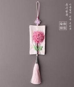 유주부띠끄 YUJUBOUTIQUE Chinese Embroidery, Embroidery Hoop Art, Embroidery Stitches, Flower Patterns, Sewing Patterns, Korean Crafts, Saree Tassels Designs, Wax Tablet, Handmade Rakhi