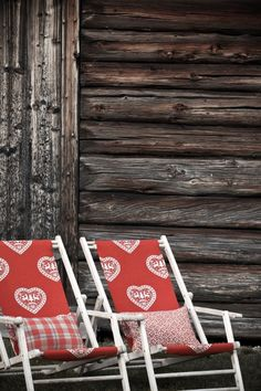 In der Sonne bräunen auf diesen schicken Stühlen entspannen.  Fotocredits: FINE Magazine Rack, Roots, Traditional, Home Decor, Cottage Chic, Sun, Asylum, Home Decor Accessories, Textiles