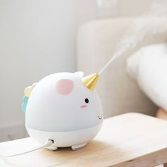 Elodie the Unicorn Humidifier Chapped lips? General hatred of dry air? We know a unicorn that can fix that. Elodie the Unicorn Diffuser puffs out a cooling water vapour to Unicorn Room Decor, Unicorn Rooms, Unicorn Bedroom, Unicorn Oil, Cute Unicorn, Unicorn Party, Magical Unicorn, Rainbow Unicorn, Unicorn Cakes