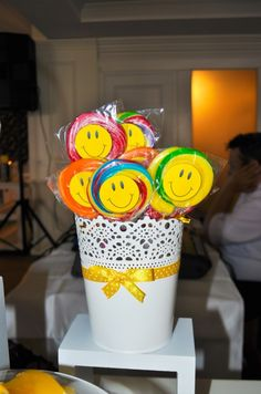 Smiley face lollies Candy Bar Botez - Sara is Happy - Lara Sweet Events