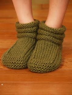 Knit Slippers Free Pattern, Crochet Slipper Pattern, Knitted Slippers, Knit Crochet, Bootie Socks, Knitted Afghans, How To Purl Knit, Knitting Stitches, Knitting Projects
