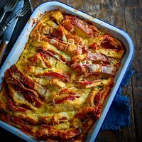 Marmite recipes: Ham, cheese and Marmite bread and butter pudding - Good Housekeeping Savoury Baking, Savoury Dishes, Savoury Tarts, Savoury Recipes, Marmite Recipes, Savory Bread Puddings, Homemade Ham, Bread And Butter Pudding, Good Food