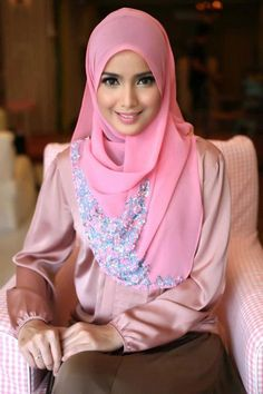 Pink Hijab Styles-17 Ways to Wear Pink Colour Hijab