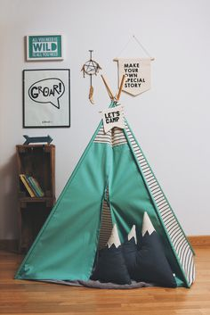 A few days ago, Inés asked us about little indian huts for kids rooms. So today we will show you some nice tipis or teepees for kids rooms that are not only useful to play cowboys & indian but are also nice. Boy Decor, Kids Decor, Nursery Decor, Tp Tent, Boy Room, Kids Room, Sleepover Birthday Parties, Teepee Kids, Teepees