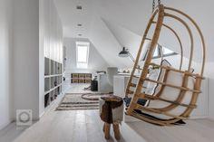 Mix městského stylu se středomořskou atmosférou aetnickými motivy se prolíná zexteriéru do interiéru. Potlačená barevná paleta, jakoby zašedlé… Hanging Chair, Ladder Decor, Kids Room, Inspiration, Furniture, Home Decor, Style, Arch, Concept
