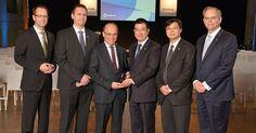http://ift.tt/2lh7xtE http://ift.tt/2lgZ5uJ  NEUSS Alemania Febrero 2017 /PRNewswire/ -Los 15 mejores proveedores reciben los European Supplier Awards.  Yanfeng Automotive Interiors (YFAI) líder global en soluciones de interiores para automóviles reconoció ayer los extraordinarios logros de sus proveedores europeos con los Supplier Awards. En total 15 proveedores de interiores recibieron el galardón en el Classic Remise de Düsseldorf. En la edición de este año fueron galardonadas con el YFAI…