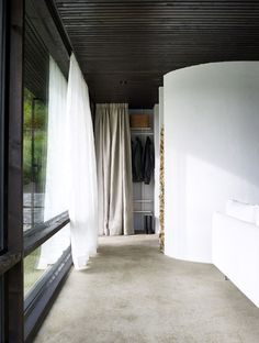 Lundnäs House is a summer house designed by Swedish architect Buster Delin for himself. The Lundnäs House is the architect's summer house. Architect House, Architect Design, Interior Architecture, Interior And Exterior, Sweden House, Swedish Interiors, Journal Du Design, Solar, Interiors Magazine