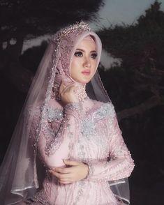 Makeup By FRISCA HP (@friscahp) • Foto dan video Instagram Kebaya Wedding, Muslimah Wedding Dress, Muslim Wedding Dresses, Muslim Brides, Pakistani Bridal Dresses, Wedding Dresses For Girls, Hijab Gown, Kebaya Hijab, Kebaya Dress