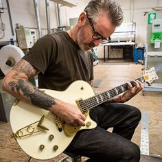 Jonny Two Bags from Social Distortion checking out a Gretsch Custom Shop White Penguin. #gretsch #guitars