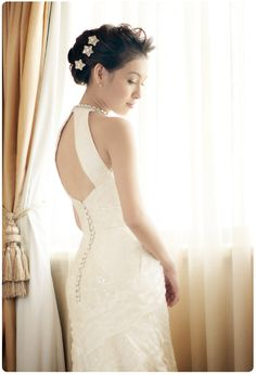 I completely love this wedding dress its simple but elegant