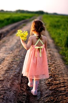 Pin by alexandra grace on the beauty of it дети, детские, поло. Girls Dresses, Summer Dresses, Children Photography, Life Photography, Cute Kids, My Girl, To My Daughter, Kids Outfits, Kids Fashion