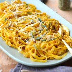 This creamy pumpkin fettuccine alfredo is the perfect dinner to come home to with these cooler fall temps