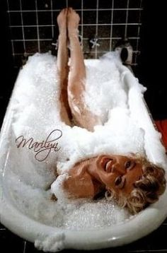Looking for Marilyn Monroe bathroom decor and products? A Marilyn Monroe bathroom will easily turn out to be a pink and black. It will be a girly...