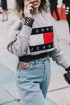 Cool Street Style en Tommyland, febrero 2017 © Diego Anciano  The post  Street Style en Tommyland, febrero 2017 © Diego Anciano…  appeared first on  Fashion .