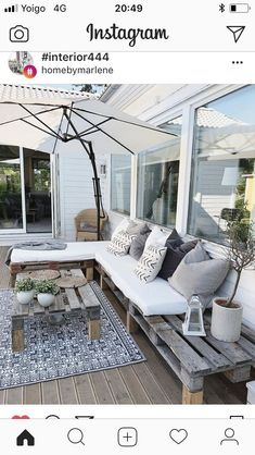 - - Banu Akay - DekorationTerrasse - - - Banu Akay - Dekoration deco terrasse toiture tapis exterieur auvent canisse plantes pots fauteuil egg Cool balcony garden ideas singapore that will blow your mind 31 mini lovely apartment balcony decorating ideas 7 Terrasse Design, Balkon Design, Patio Design, Garden Design, Grey Gardens House, Terrazas Chill Out, Outdoor Spaces, Outdoor Living, Terrace Garden