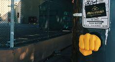 Walkbump: Een boks geven om de straat over te steken