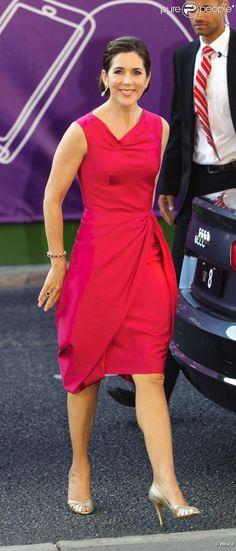 La princesse Mary. La famille royale de Danemark assistait le 24 mai 2012 à un concert de la Garde royale, au Théâtre royal de Copenhague.