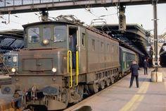 Ae en tête d'un train de voyageurs à Zürich HB Train Suisse, Tramway, Railroad Pictures, Rail Transport, Swiss Railways, Bonde, Electric Train, Oil Rig, Electric Locomotive
