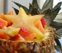 tropicalfruitsaladinpineappleboat.jpg 562×480 pixels