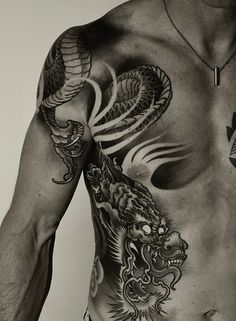 Love this dragon tattoo.