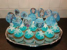 Traktaties Cupcakes Frozen 2 Little Presents, 3rd Birthday, Little Girls, Frozen, Treats, Party, Desserts, Kids, School
