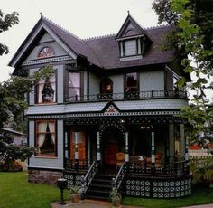 Image shared by Brittany. Find images and videos about house, architecture and victorian on We Heart It - the app to get lost in what you love. This Old House, Cute House, Tiny House, Awesome House, Cottage House, Victorian Style Homes, Victorian Houses, Victorian Cottage, Victorian Homes Exterior