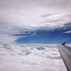 Um pouquinho antes de começar a turbulência que quando chegou fez o menininho no assento da frente dar muitas gargalhadas!  #malasepanelas #MPemSaoPaulo #viagemcomcriancas #pequenosporai #windowseat #airplane #aviao #latam #latamairlines #viagem #ferias