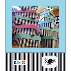 Um montão de caixas lindas esperando para alegrar seu closet, organizar seus objetos, dando um toque moderno, colorido e decorativo. Lindas lindas, disponíveis em nosso showroom. Vem ver! #cartonagem #cartonaria #home #house #style #luxury #homedecor #concept #caixasrígidas #caixaspersonalizadas #papelariafina #sulbox #sulboxemabalgens