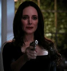 Favorite moment in season when Victoria stands her ground and schools basic Helen Abc Tv Shows, Best Tv Shows, Movies And Tv Shows, Victoria Grayson, Madeleine Stowe, Two Wrongs, B Words, Emily Vancamp, Latest Pics