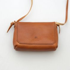 Leather Crossbody Bag, Leather Purses, Leather Art, Leather Working, Craft Projects, Favors, Pouch, Handbags, Tote Bag