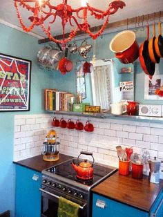 It looks almost like a kid's play kitchen I love the pot storage Turquoise Kitchen, Orange Kitchen, Kitchen Colors, Lounge Design, Kitchen Dining, Kitchen Decor, Funky Kitchen, Awesome Kitchen, Kitchen Cabinets