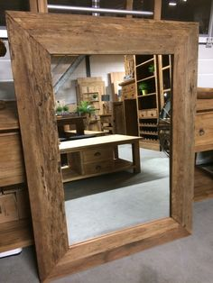 Spiegel grove lijst 120cm! Een spiegel welke een prominente plaats in uw interieur verdient door zijn fantastische lijst van teakhout.