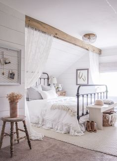 Farmhouse is in, and for good reason. Don't believe me? Check out these 11 stunning farmhouse master bedrooms and then you'll believe me. There is just something about the crisp and bright rooms that makes my heart pitter-patter when I see them. The best part about a farmhouse master bedroom is it won't go out …