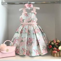 Baby girl dresses floral 35 ideas for 2019 Baby Girl Party Dresses, Dresses Kids Girl, Kids Outfits, Baby Dress, Girls Fashion Clothes, Little Girl Fashion, Kids Fashion, Fashion Bags, Kids Gown