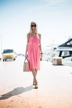 Pink dress - Janni Deler