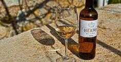 Herms Wine Lokal, White Wine, Alcoholic Drinks, Bottle, Glass, Wine Making, Drinkware, Flask, Corning Glass
