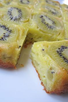 The kiwi clafoutis cake - The banana hunger Kiwi Recipes, Sweet Recipes, Baking Recipes, Just Desserts, Delicious Desserts, Dessert Recipes, Yummy Food, Kiwi Dessert, Kiwi Cake
