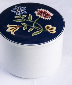 Scandinavian Embroidery, Norway, Plates, Tableware, Diy, Crafts, Licence Plates, Dishes, Dinnerware