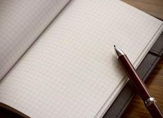 """情報を整理するのに最適な""""方眼ノート""""。思考を素早く組み立て、仕事効率化につなげるコツは「ノートを5分割」することにあるという。"""