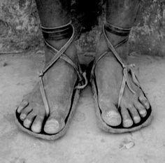 utilitarian. (tarahumara running shoes) quiero unas de esas!!! ;-)