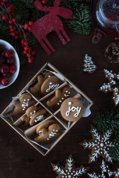 gingerbread christmas cookies | by @bakingwithanastasia
