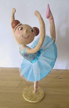 Amandadas: Bailarina de papel maché para Maria