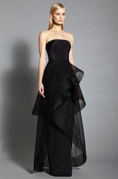 Romona Keveza at New York Fashion Week Spring 2017 - Runway Photos Evening Dresses, Prom Dresses, Formal Dresses, Wedding Dresses, Couture Fashion, Fashion Show, Fashion Design, Fashion Details, Fashion Fashion